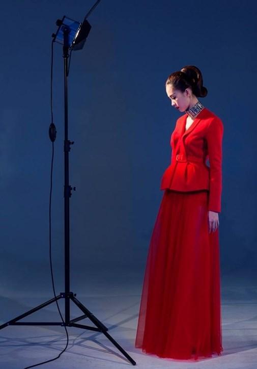 anh-hau-truong-khong-photoshop-cua-5-hoa-hau-a-hau-hot-nhat-hien-nay-1622877