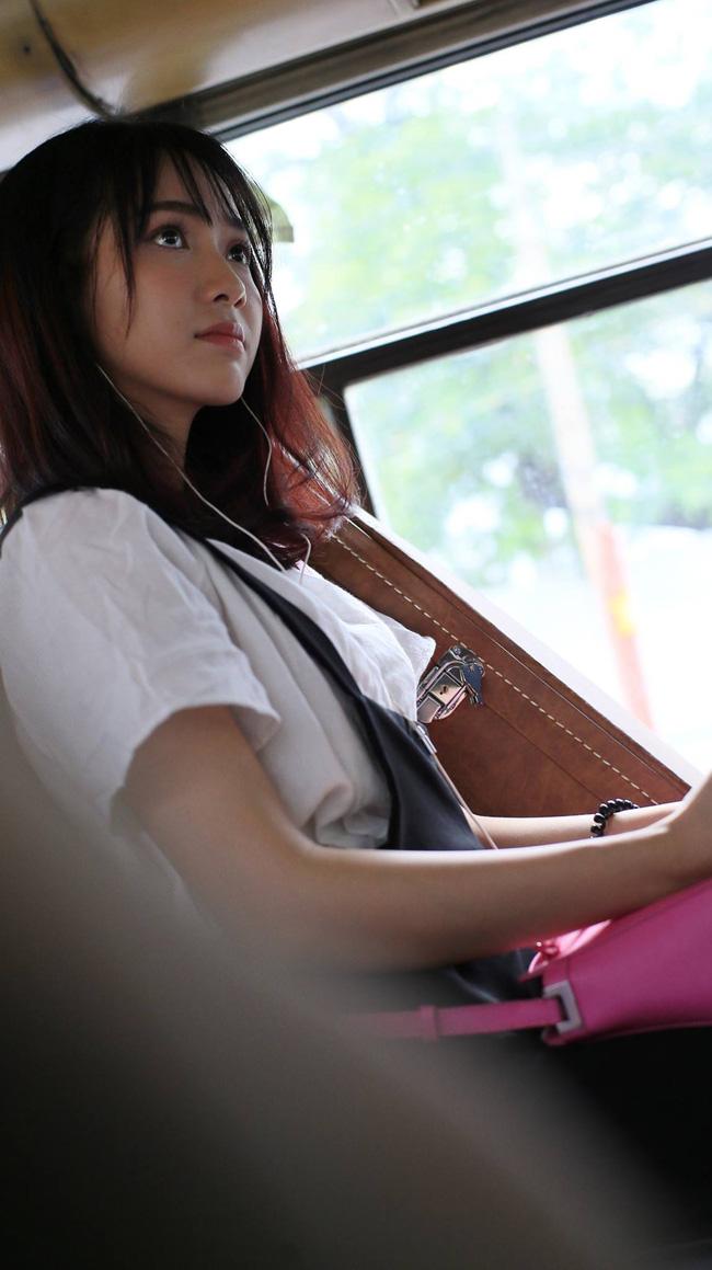 jang-mi-hinh-anh-co-gai-dep-noi-tieng-hat-tren-xe-bus-4