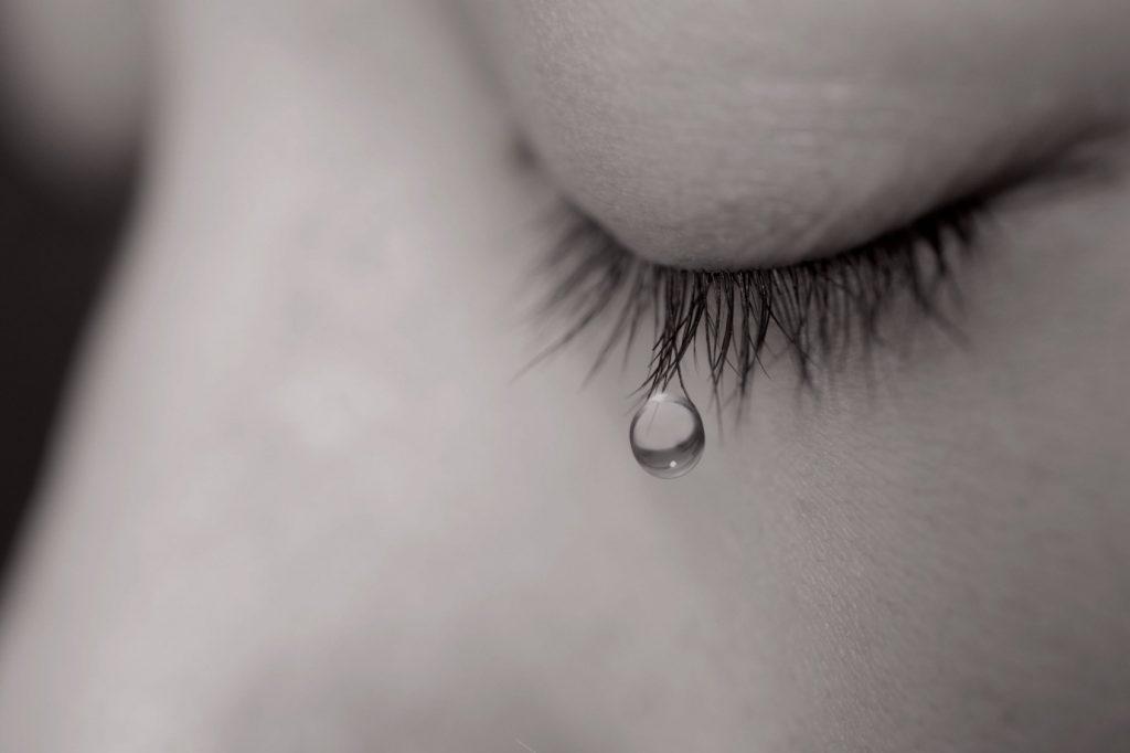 """Kết quả hình ảnh cho cô gái đau khổ và khóc"""""""